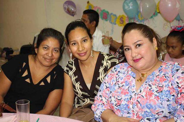 Rosalba Pérez, Mari Salinas, Jenny Medina.
