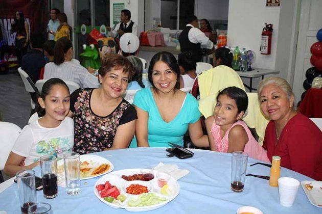 Melisa Peñaloza, Claudia Vela, Leila Balderas, Dominique Zambrano, Rosario Hernández.