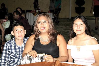 Fabricio Barrios, Yaneth Hidalgo, Julieth Barrios.
