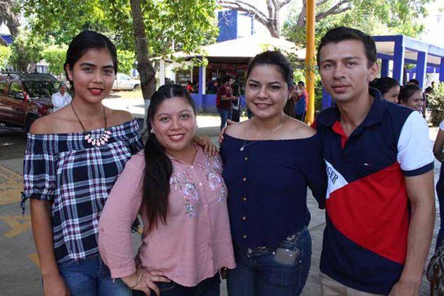 Paty de la Rosa, Marcia Velázquez, Naye Áreas, Antonio Zapien.