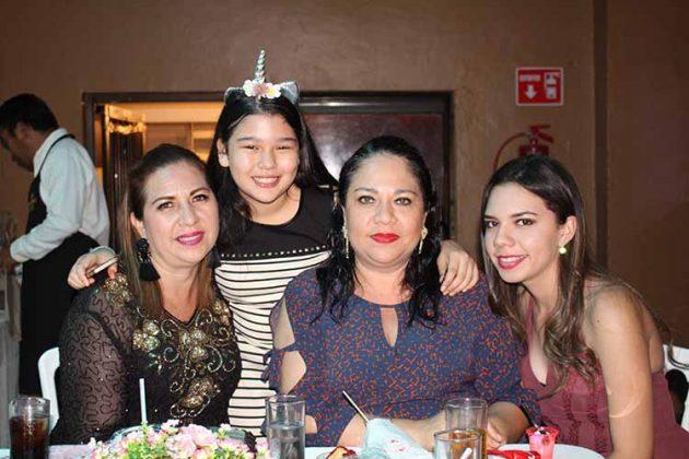 Elizabeth de Guerra, Simone, Mónica de Márquez, Karla Guerra.