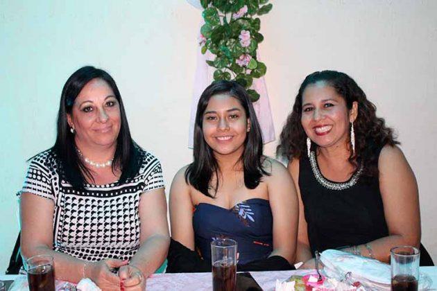 Rosario Caro, Flor González, Ana Castillo.