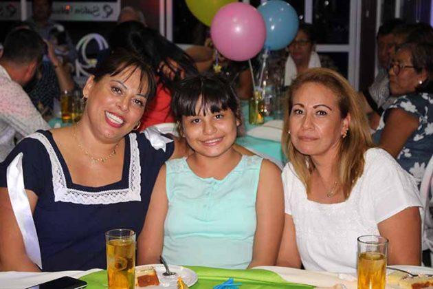 Karla Virues, Azul Zambrano, Wendy González.
