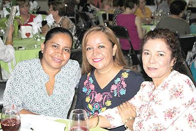 Nely Citalán, Itzia Martínez, Anita Salgado.