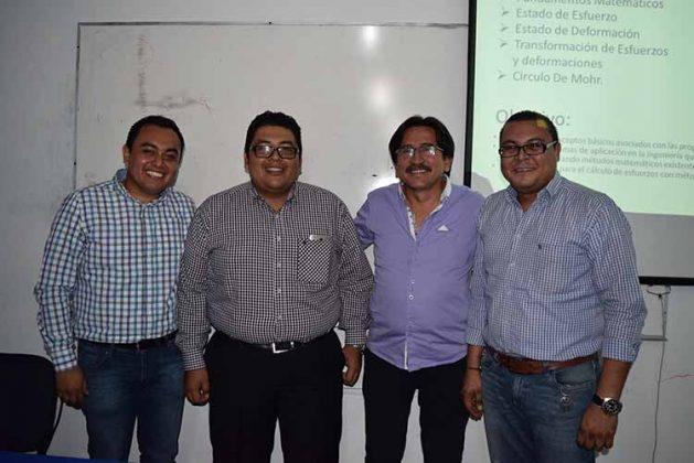 Hipolito Pérez, presidente del CICCCH, acompañado de los ponentes Carlos Enriquez, Marcos Hernández y Román Silvestre.