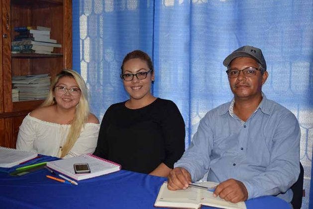 Karen Pérez, Miriam Siu, Víctor Morales.