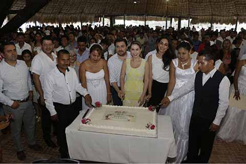 """Celebran Fernando Castellanos y Martha Muñoz """"Bodas Colectivas 2018"""""""