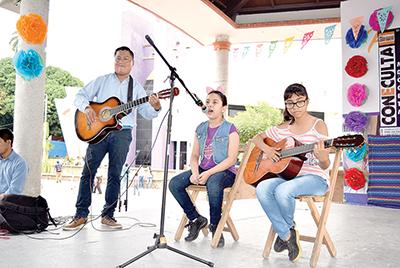 Carlos Juan, Briana Zepeda, Vanessa Orozco, taller de guitarra de Tapachula