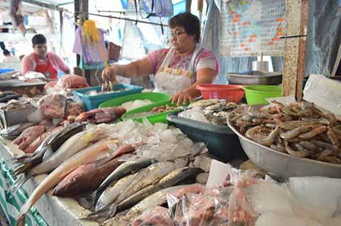 Supervisan Higiene en Pescaderías de la Región