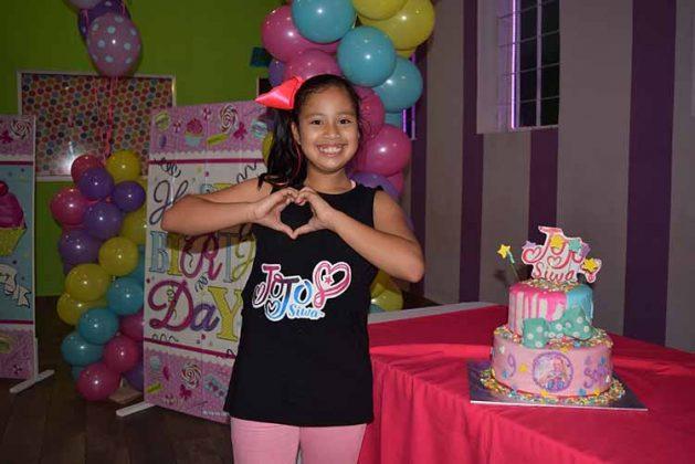 Sofía feliz en su noveno aniversario.