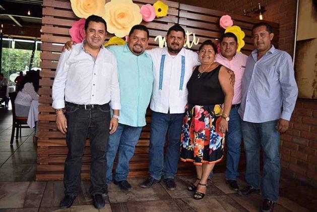 Ademir, Saúl, Gerardo Álvarez, Matilde Espinoza, Carlos Mérida, Ricardo Espinoza.