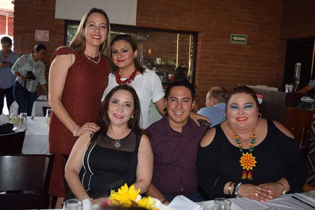 Marisol Cajica, Lupita de Zamora, Paty Cué, Guillermo López, Denise López.