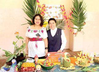 Margarita Nava, Hna. Norma Morales, directora de nivel secundaria.