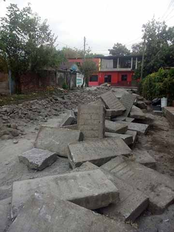 Por Conflicto Entre Camioneros Paralizan Construcción de Calles