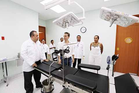 El Gobernador Velasco cumple una añeja demanda de la población de este municipio, al inaugurar el Centro de Salud con Servicios Ampliados, el cual brindará atención especial hacia las mujeres.