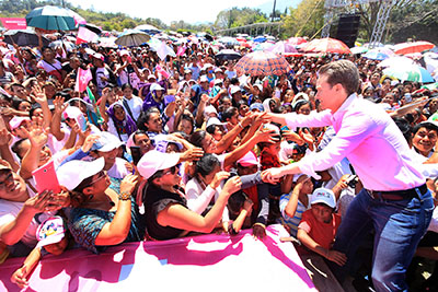 El Gobernador Velasco entregó apoyos a las jefas de familia del municipio de Ocosingo, y puntualizó que su gobierno crea oportunidades de crecimiento para quienes con dedicación y empeño sacan adelante a sus hijas e hijos.