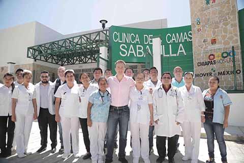 En gira de trabajo por el municipio de Sabanilla, el Gobernador inauguró el Centro de Salud con Servicios Ampliados para acercar atención médica.
