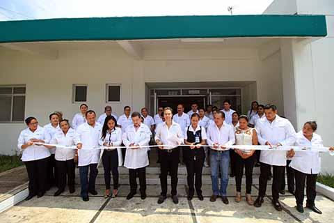 El Gobernador Manuel Velasco inauguró el Centro de Salud de Servicios Ampliados en Ocotepec, el cual brindará consulta médica general, ginecología, pediatría, nutrición, odontología, psicología, imagenología y farmacia, así como salas de parto y expulsión, para atender de manera especializada a mujeres embarazadas.