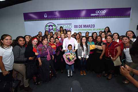 El Gobernador Manuel Velasco conmemoró el Día Internacional de la Mujer con la inauguración de este complejo en San Cristóbal de Las Casas, mismo que cuenta con Centro de Justicia para Mujeres, Talleres de Oficios, Call Center para denuncias y Clínica de la Mujer.