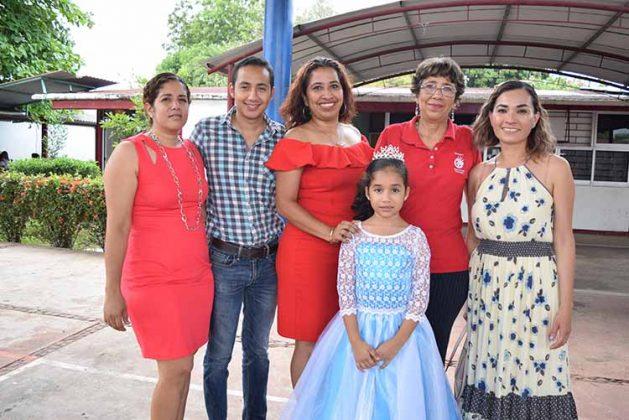 Nory Arciniega, Mijail Arévalo, Karina López, Lupita Toledo, Laura Hernández, Valentina Arévalo.