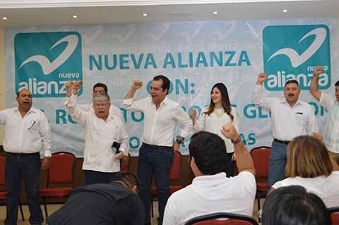 """IEPC ratificó la integración de la coalición conformada por el PRI, PVEM y PANAL, mientras Mover a Chiapas y Chiapas Unidos se separan de la alianza PAN-PRD, para unirse a la coalición """"Todos por Chiapas""""."""