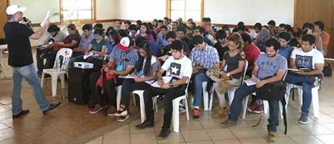 Taller de Doblaje Impartió Connotado Actor a Estudiantes de la UPTAP