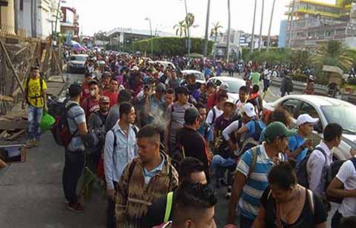 Más de mil extranjeros de Honduras, El Salvador y Guatemala, entre niños, mujeres y hombres de diversas edades, emprendieron una caravana por todo el Estado con destino a Sonora, haciendo un llamado a las autoridades para que se sensibilicen por su condición de migrantes.