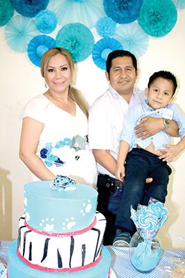 Teresita Cal y Mayor, Gilberto Farrera, I'zakav Farrera.