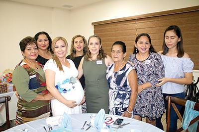 Elvia de Cal y Mayor, Fabiola Cal y Mayor, Mercedes Robles, Jovina de Farrera, Patricia Farrera, Angy Cifuentes y Teresita Cal y Mayor.
