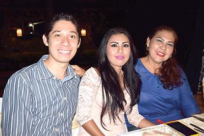 Jordán Fuentes, Belén Echeverría, Carmen Echeverría.