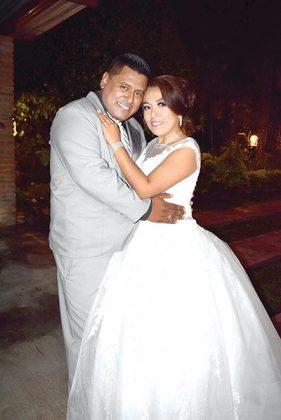 Diego de la Cruz Hidalgo & Lucy Fuentes Flores se casaron en la parroquia de Santa María de la Candelaria.