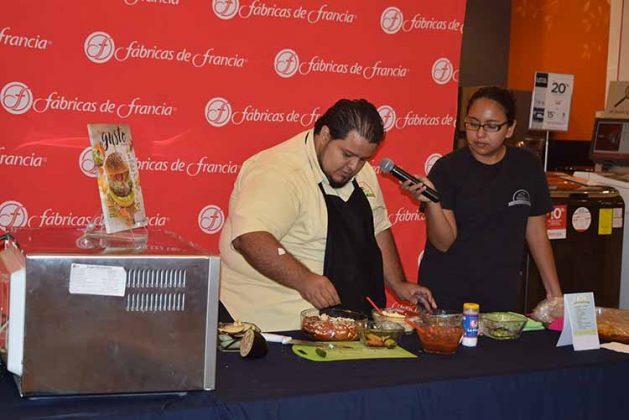 La clase de cocina corrió a cargo de: Juan Osorio y Karla López.