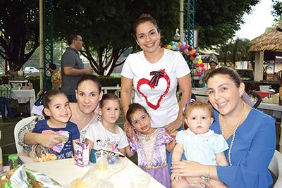 Luly Castellanos, Roberta Loanderos, Constanza Casanova, Brenda Cruz, Valentina Cortez, Ana Paola Ituarte, Anna Edelmann.