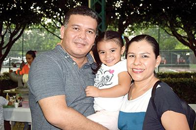 Bogar Rodríguez, Ariana Rodríguez, Sonia López.
