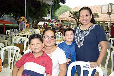 Juan Vázquez, Edith Vázquez, Sergio Pundt, Penny Osornio.