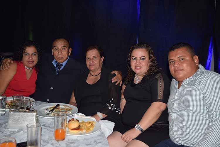 Ángel Meléndez, Teresa Faviel, Kena, Janeth Meléndez, David Arauz.