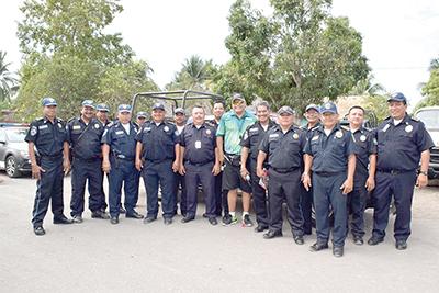 Personal de Transito del Estado, Delegación Tapachula, apoyando en todo momento en la logística de la carrera.