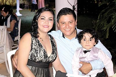 Karina Morales, Jorge, Daniel Guerrero.