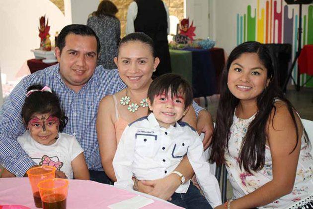Christian, Vania Castillo, Karina Cancino, Axel Castillo, Angie Ralón.
