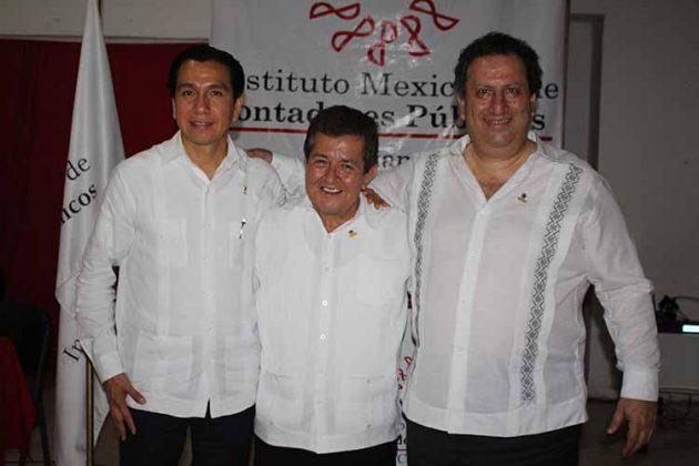 Ramiro Avalos, presidente de la región Centro-Itsmo peninsular de IMCP; Mario Barrios, presidente del CCPCH; José Vesil, Presidente del IMCP.