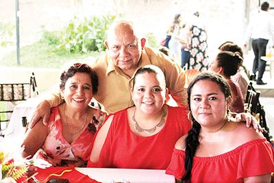 Conchita Morales, Stephania Carrillo, Susy Domínguez, Juan Carrillo.