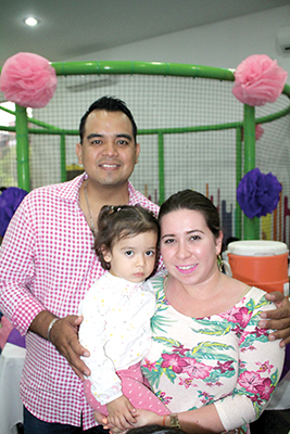 Roberto, Valentina Sánchez, Marifer Lemberg.