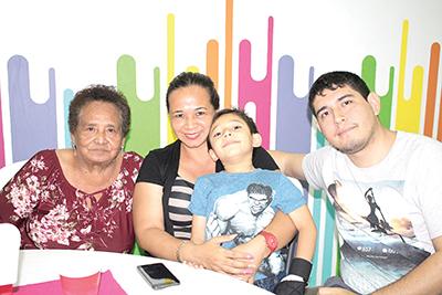 Carmelita Vázquez, Elsy Scott, Emiliano Scott, Mauricio Barrientos.