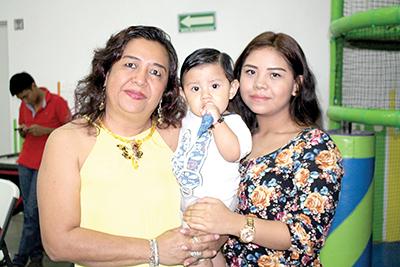 Alejandra Wong, Pablo, Alejandra Vilallobos.