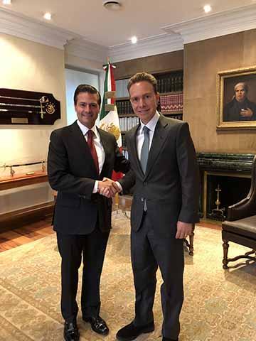 En reunión de trabajo celebrada en la Residencia Oficial de Los Pinos, el Gobernador Manuel Velasco y el Presidente de México, Enrique Peña, refrendaron el compromiso de seguir construyendo puentes de unión con las naciones centroamericanas.