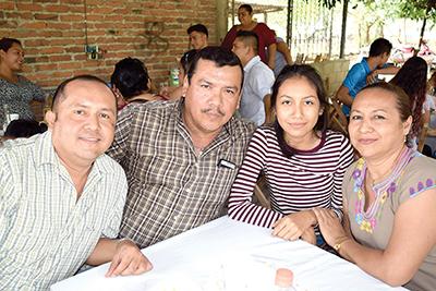 Mauricio de León, Jorge Gálvez, Karla Gálvez, Ana de León.