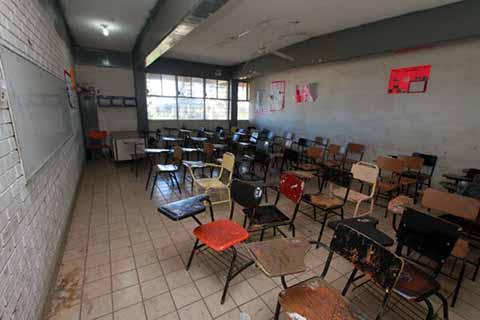 Las autoridades sancionaron a los maestros que abandonaron las aulas, para involucrarse en el paro laboral de 48 horas contra la reforma educativa, el pasado 9 y 10 de este mes.