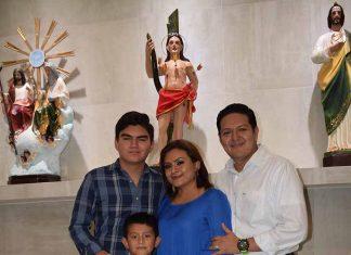 Lupita Pacheco de Zamora, festejó su aniversario personal, dando gracias a Dios por los logros alcanzados, compartiendo su felicidad junto a su esposo, Enrique Zamora Morlet y sus hijos Bryan y Enrique.