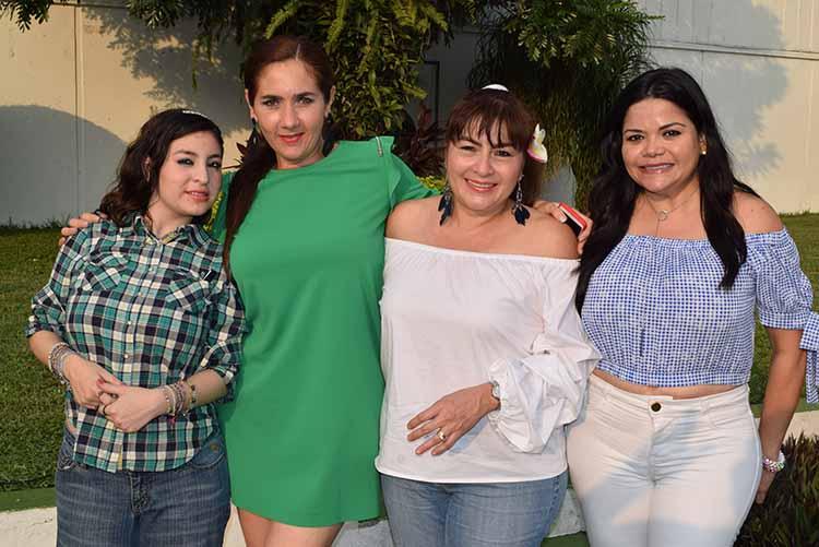 Elisa Aceves, Rosario Casahonda, Gely de Aceves, Iliana Rivas.
