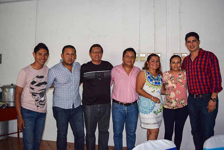 Raúl Flores, Jorge Moreno, Javier, Marco, Brenda, Aida Flores, Rogelio Marroquín.